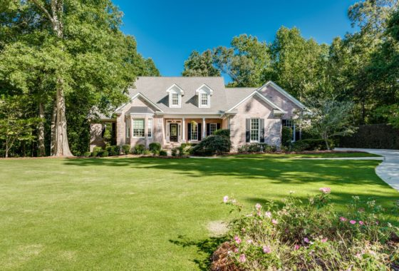 3445 Strawberry Lane, Cumming GA 30041 - home for sale near Lake Lanier